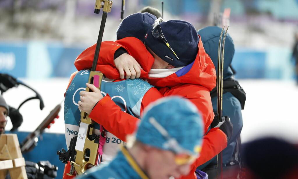 BAMSEKLEM: Det ble et sterkt øyeblikk da Johannes Thingnes Bø skjønte at han hadde tatt OL-gull. Foto: Bjørn Langsem/Dagbladet