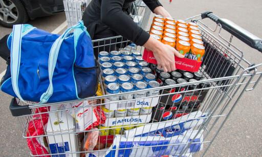 MER HARRY: Mange nordmenn planlegger å handle brus og sjokolade fra Sverige. Det sparer de stort på. Foto: Ntb Scanpix