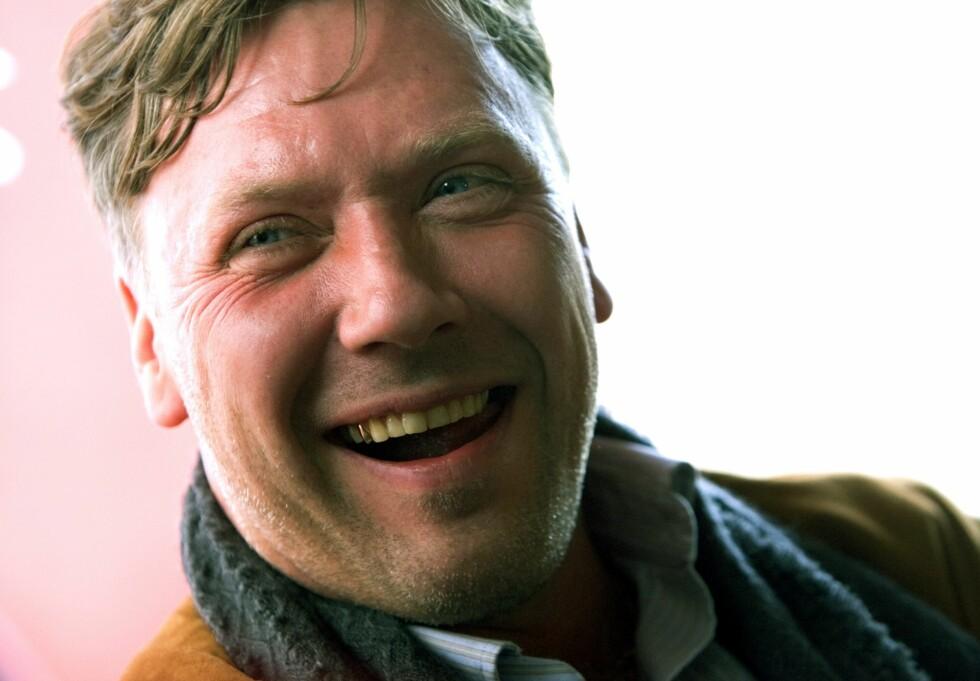 MANGFOLDIG: Mikael Persbrandt gir et bilde av seg selv som en mann med mange gode og ikke minst dårlige egenskaper i selvbiografien som er ført i pennen av den drevne forfatteren Carl-Johan Vallgren. Foto: NTB Scanpix