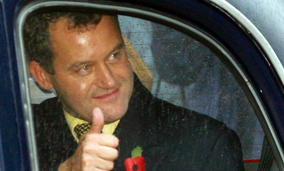 FRITATT: Prinsesse Dianas butler, Paul Burrell, var godt fornøyd etter at dronningen i 2002 stoppet rettssaken mot ham, da han var anklaget for å ha stjålet flere av den avdøde prinsessens private eiendeler. Det var langt fra siste gang han var i pressens søkelys. Foto: AP