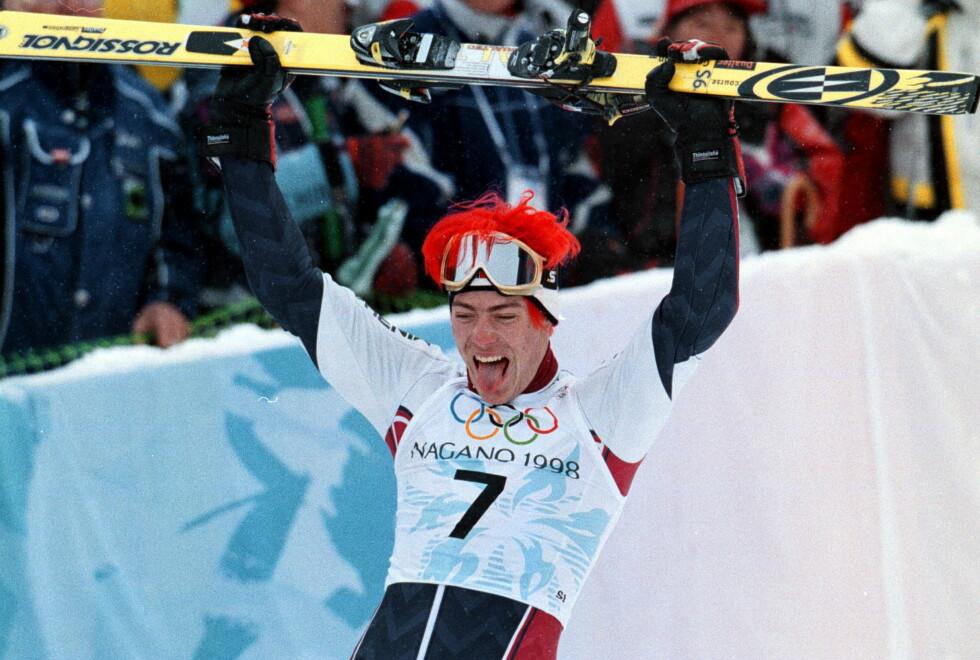 JUBELGUTTEN: Hans Petter Buraas hever skiene og jubler når OL-gullet er hans. Han huskes også for sitt sjokkrøde hår i Nagano. Foto: Dagbladet