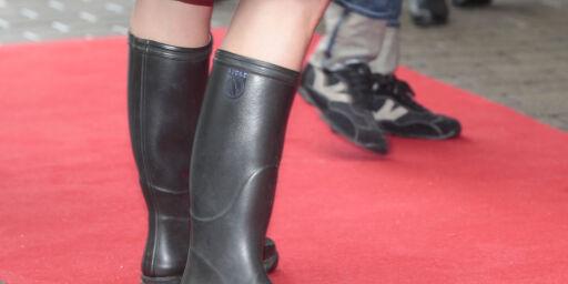 image: Oppfordrer kvinner til å droppe utringede kjoler og høye hæler