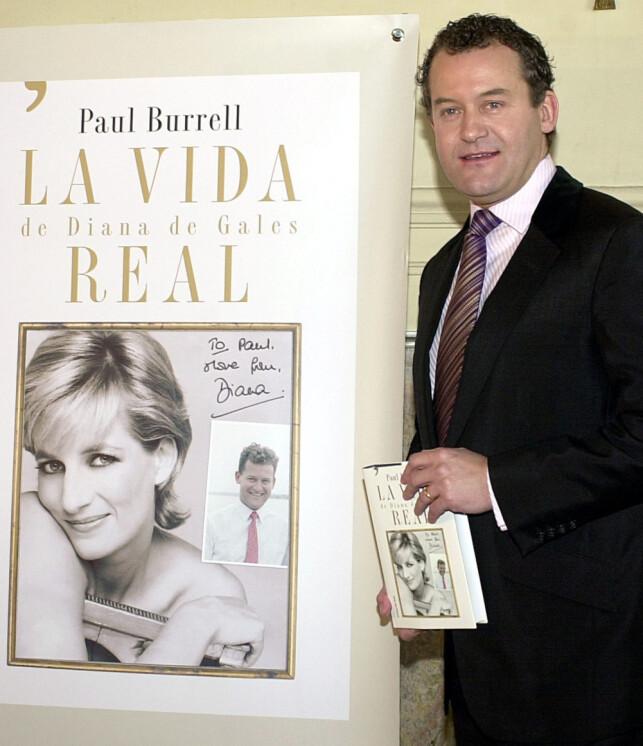 MED BOK: I 2003 ga Paul Burrell ut boka «A Royal Duty», som inneholdt flere pikante avsløringer om Diana og det britiske kongehuset. Her var han på boklanseringen i Spania i 2004. Foto: AP