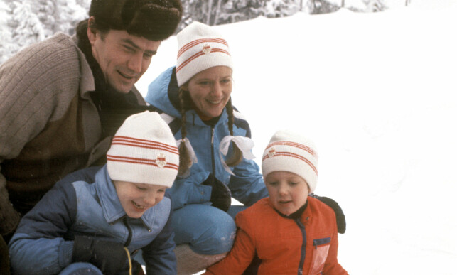 FAMILIEKJÆR: Prins Henrik og dronning Margrethe var glad i barna sine. Her er de på norgesferie med kronprins Frederik og prins Joachim i 1977. Foto: NTB scanpix