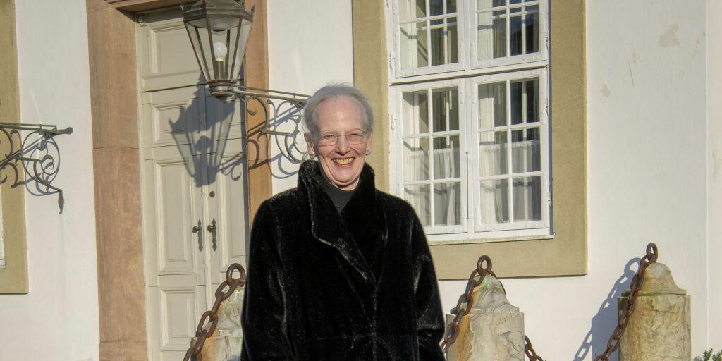 image: Dronningens smil forvirrer danskene