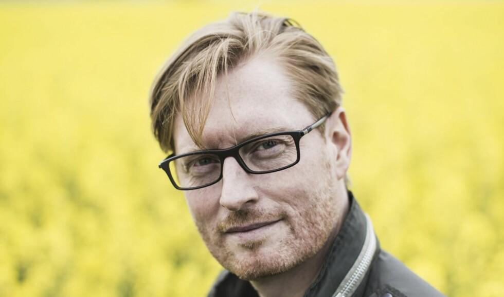 MANGFOLDIG: Anders de la Motte er et av de store navnene i svensk krim for tida. Hans nye bok, «Sensommer», er første bind i en planlagt kvartett. Neste bok, «Høstdåd», er ventet neste år. Foto: Anders Hansson/Aschehoug