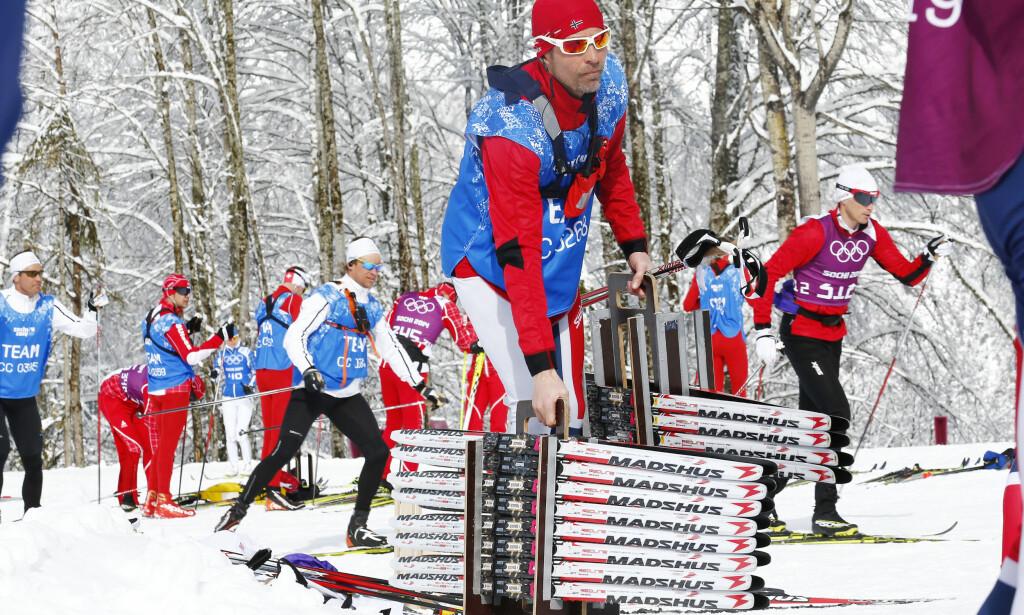 SMØRESJEF: Knut Nystad og hans team traff ikke på skiene under stafettene i OL i Sotsji. I helga er det klart for nye OL-stafetter, og smørerne kan igjen havne i fokus. Foto: Heiko Junge / NTB scanpix