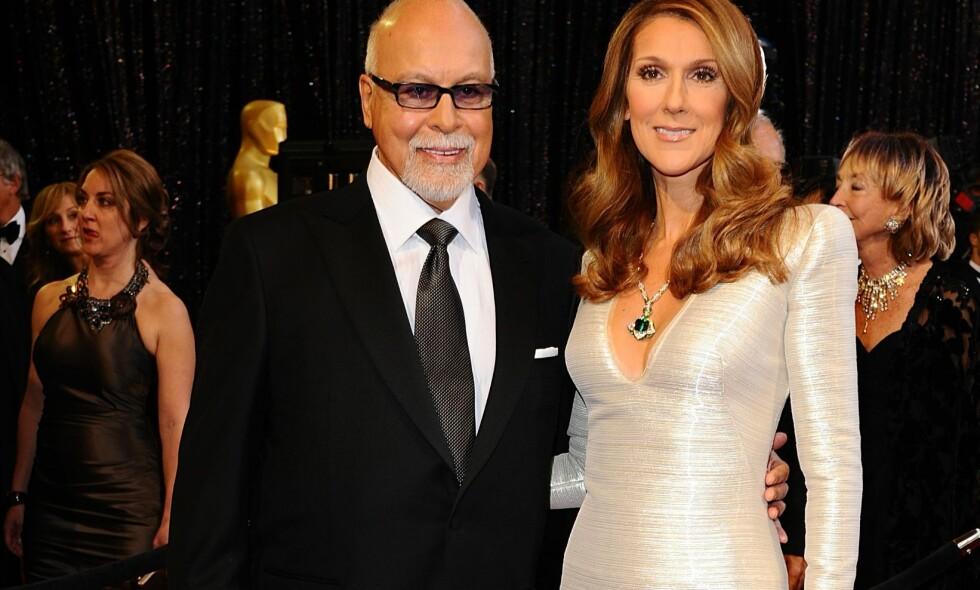 SPESIELT RITUALE: Superstjernen Céline Dion har en kopi av sin avdøde ektemanns hånd. Foto: NTB Scanpix