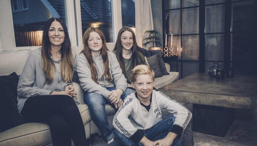 FAMILIE: Helena og barna har gode stunder og ler sammen, til tross for sorgen. FOTO: RICKARD L ERIKSSON
