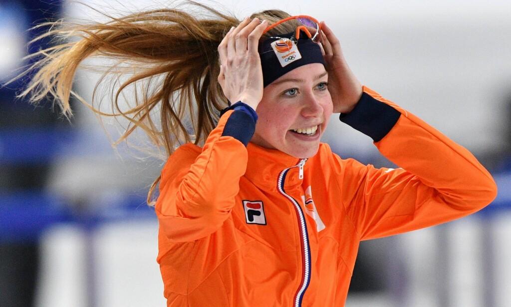 GLAD: Esmee Visser feirer gullet på 5000 meter. Foto: AFP PHOTO / Mladen ANTONOV
