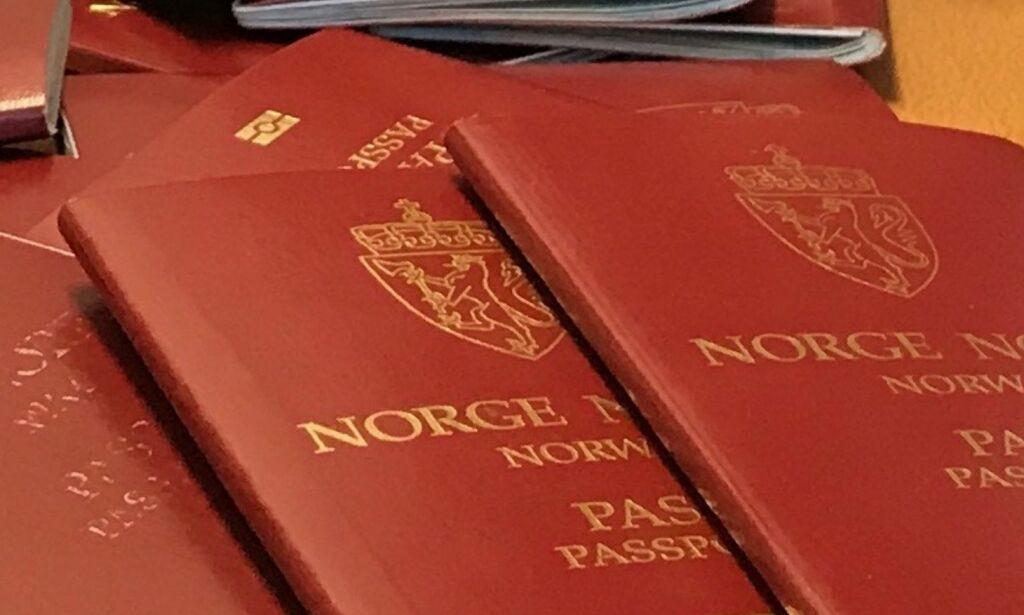 image: Flere hundre pass forsvant i posten. Politiet skulle bare spare penger