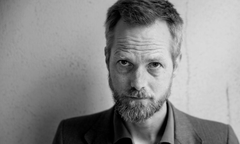 DEBUTANT: Bår Stenvik er ute med sin første roman, etter å ha skrevet flere kritikerroste sakprosabøker. Foto: PAAL AUDESTAD / TIDEN