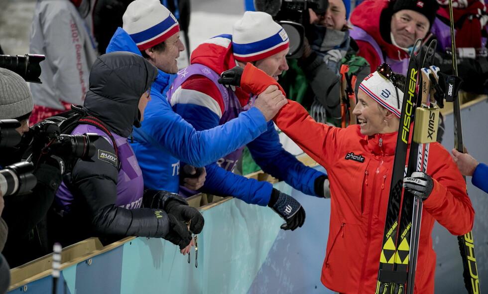 IMPONERT: Den svenske kommentatoren Tomas Pettersson bøyer seg i støvet over det Marit Bjørgen gjorde på stafetten. Foto: Bjørn Langsem / Dagbladet