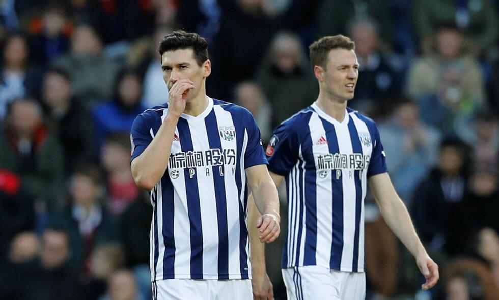 STJAL TAXI: Både Jonny Evans (t.h.) og Gareth Barry spilte fra start i det som har vært noen turbulente døgn for de to britene. Foto: REUTERS/Darren Staples/NTB Scanpix