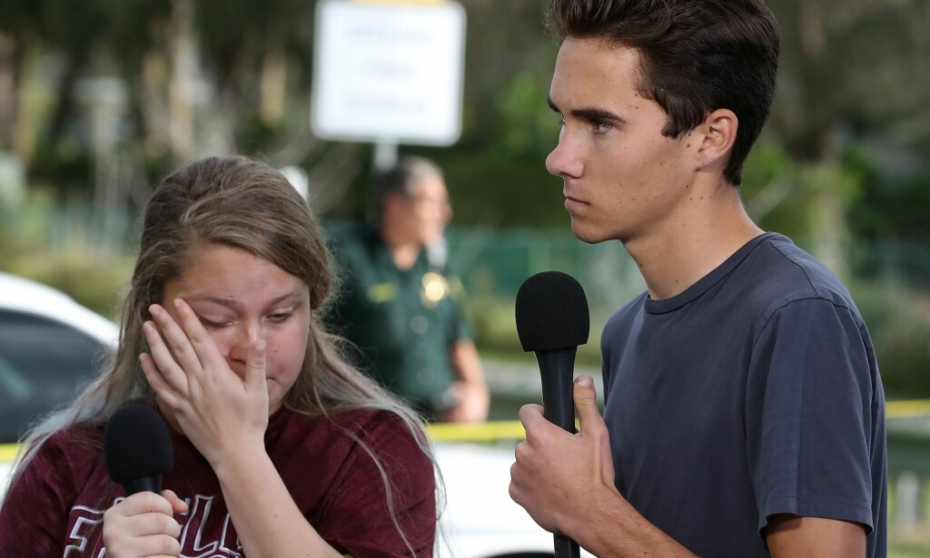OVERLEVENDE: Studentene Kelsey Friend og David Hogg overlevde angrepet. Friend forteller at hun ble reddet av en geografilærer, mens Hogg ble reddet av en vatkmester. Foto: Mark Wilson / AFP / NTB Scanpix