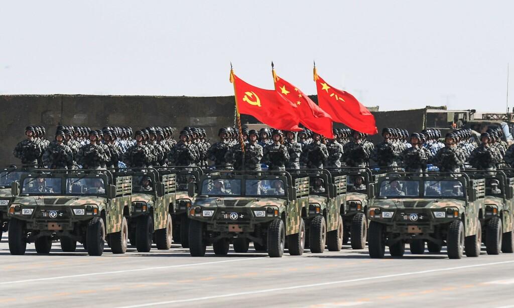 TEKNOLOGISK FORSPRANG: Kinesiske soldater under en militærparade på Zhurihe-basen 30. juli i fjor. Foto: AFP / NTB Scanpix