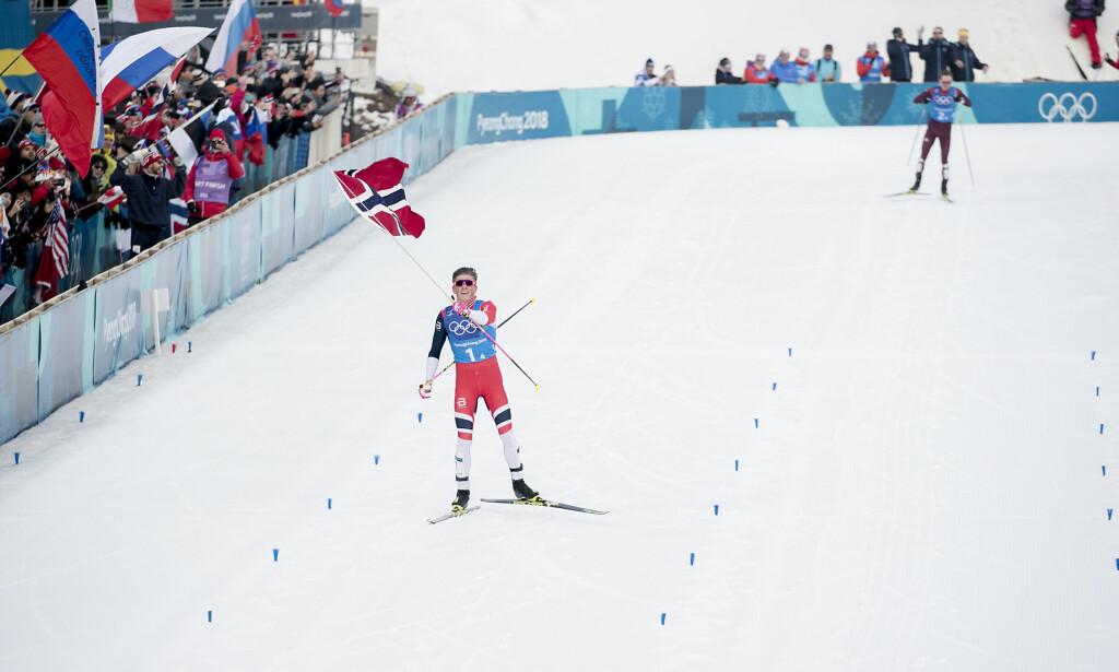 SUVEREN: Johannes Høsflot Klæbo parkerte formsterke Denis Spitsov på ankeretappen. Russeren mener Klæbo hadde mye bedre ski. Foto: Bjørn Langsem / Dagbladet