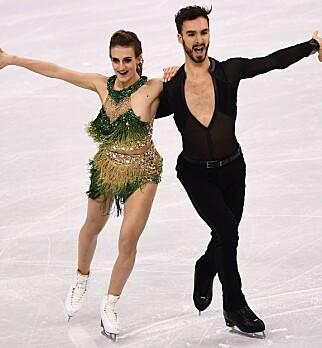 BRØLER: Gabriella Papadakis danset med det venstre brystet bart i sluttfasen. Foto: NTB scanpix