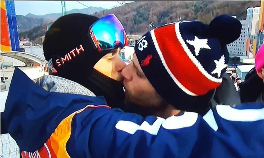image: Kysset går verden rundt: - Jeg er så glad TV-kameraene plukket det opp
