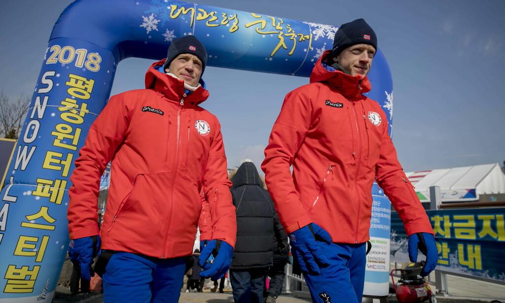 BROR UTE: Tarjei Bø (t.v.) er vraket til miksstafett. Her med bror Johannes Thingnes Bø i OL-byen. Foto: Bjørn Langsem / Dagbladet