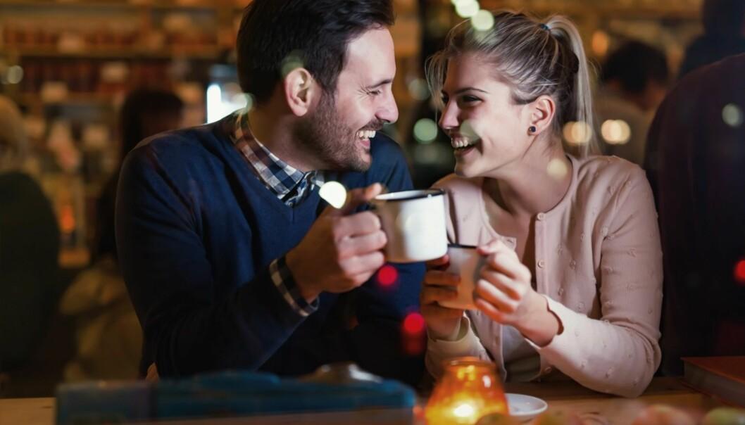 ANSIKT TIL ANSIKT: Sexologen mener det er lurt å treffes fort for å sjekke om kjemien stemmer. FOTO: NTB Scanpix
