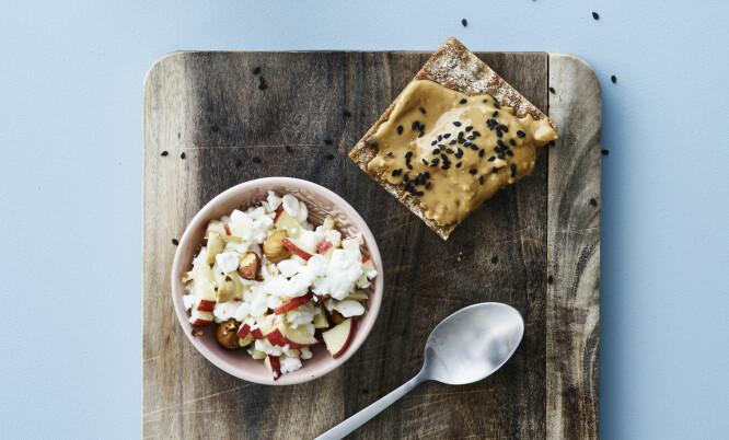 KNEKKEBRØD: Denne snacken passer perfekt som frokost eller lunsj. FOTO: Line Falck