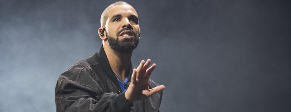 GAVMILD: I sin nyeste musikkvideo gir Drake bort over 7 700 000 kroner.