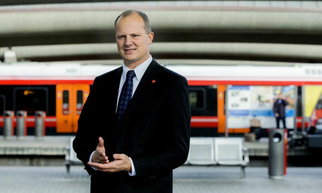 TAKKE FOR INNSPILL: Utbyggingen av Intercity-tog på Østlandet skulle være ferdig i 2024. Men Bane Nor vil utsette byggingen. Samferdselsminister Ketil Solvik-Olsen kaller innspillene for «nyttige». Foto: Berit Roald / NTB scanpix
