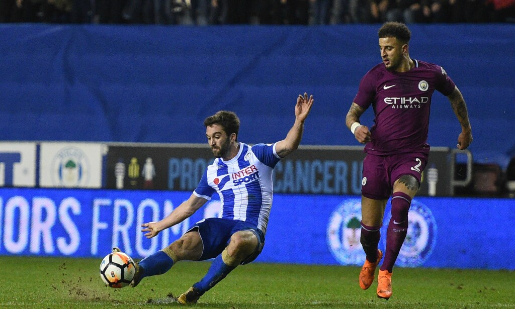 SENSASJON: Will Grigg utnyttet en feil fra Kyle Walker og scoret kampens eneste mål da Wigan tok seg videre til FA-cupens kvartfinale. Foto: AFP Photo