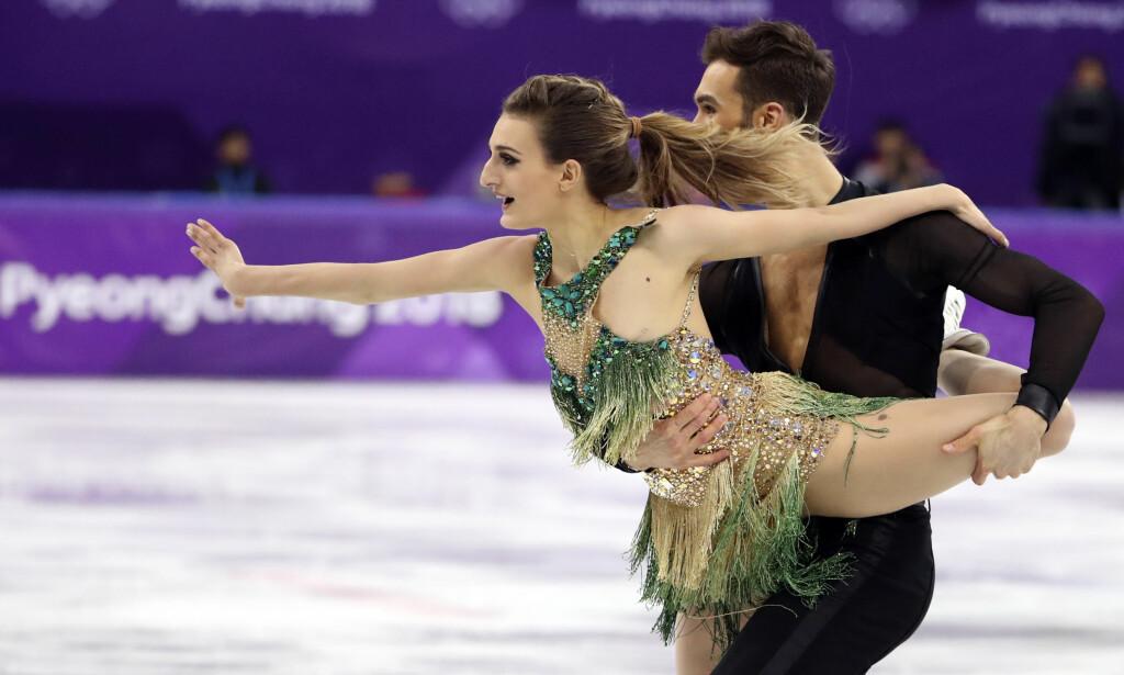 SØLV: Gabriella Papadakis og Guillaume Cizeron slo tilbake med en kjempekonkurranse og verdensrekord i fridans etter gårsdagens uhell. Foto: REUTERS / Lucy Nicholson / NTB Scanpix
