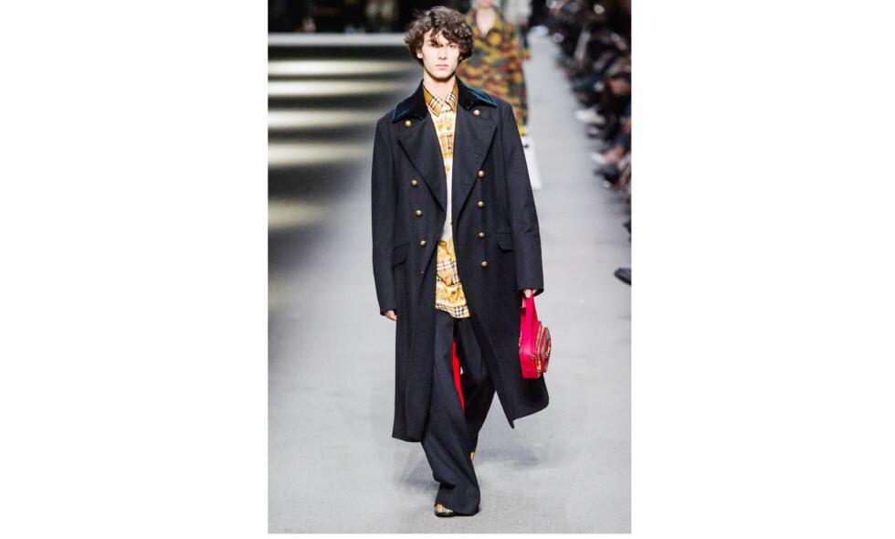 PRINS NIKOLAI AV DANMARK: I midten av februar gikk 18 år gamle prins Nikolai av Danmark catwalkshow for britiske Burberry under London Fashion week. Foto: NTB Scanpix