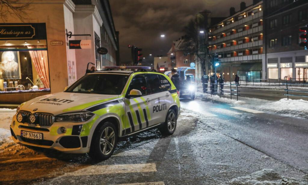 ALVORLIG SKADD: En tenåring ble alvorlig skadd etter å ha blitt knivstukket på 31-bussen i Oslo mandag kveld. Han er nå utenfor livsfare. Foto: Terje Bendiksby / NTB scanpix