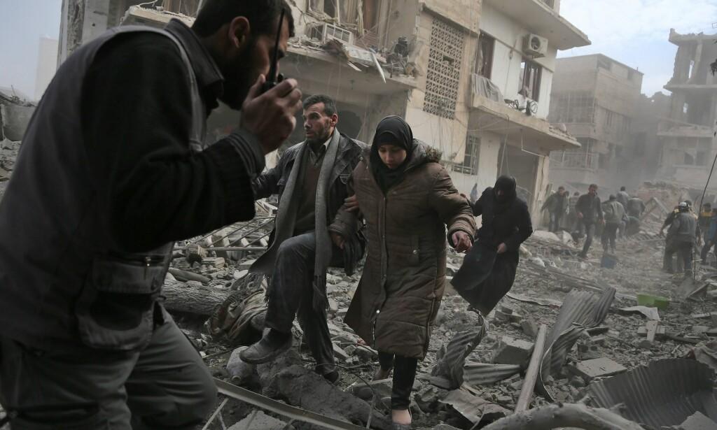 ENORME SKADER: Skadene i Øst-Ghouta er enorme etter bombingen de siste dagene. Over 190 sivile liv har gått tapt siden mandag. Foto: NTB Scanpix / AFP PHOTO / ABDULMONAM EASSA