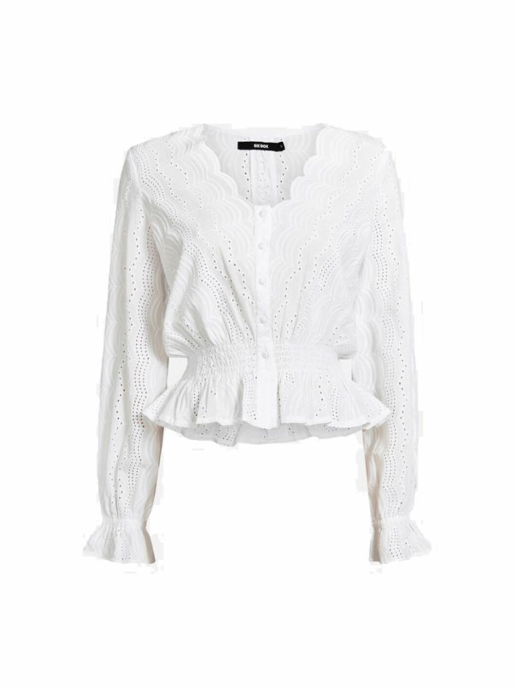 <strong>Topp fra Bik Bok |299,-| https:</strong>//bikbok.com/no/p/overdeler/bluser/isabella-blouse/7216437_F900