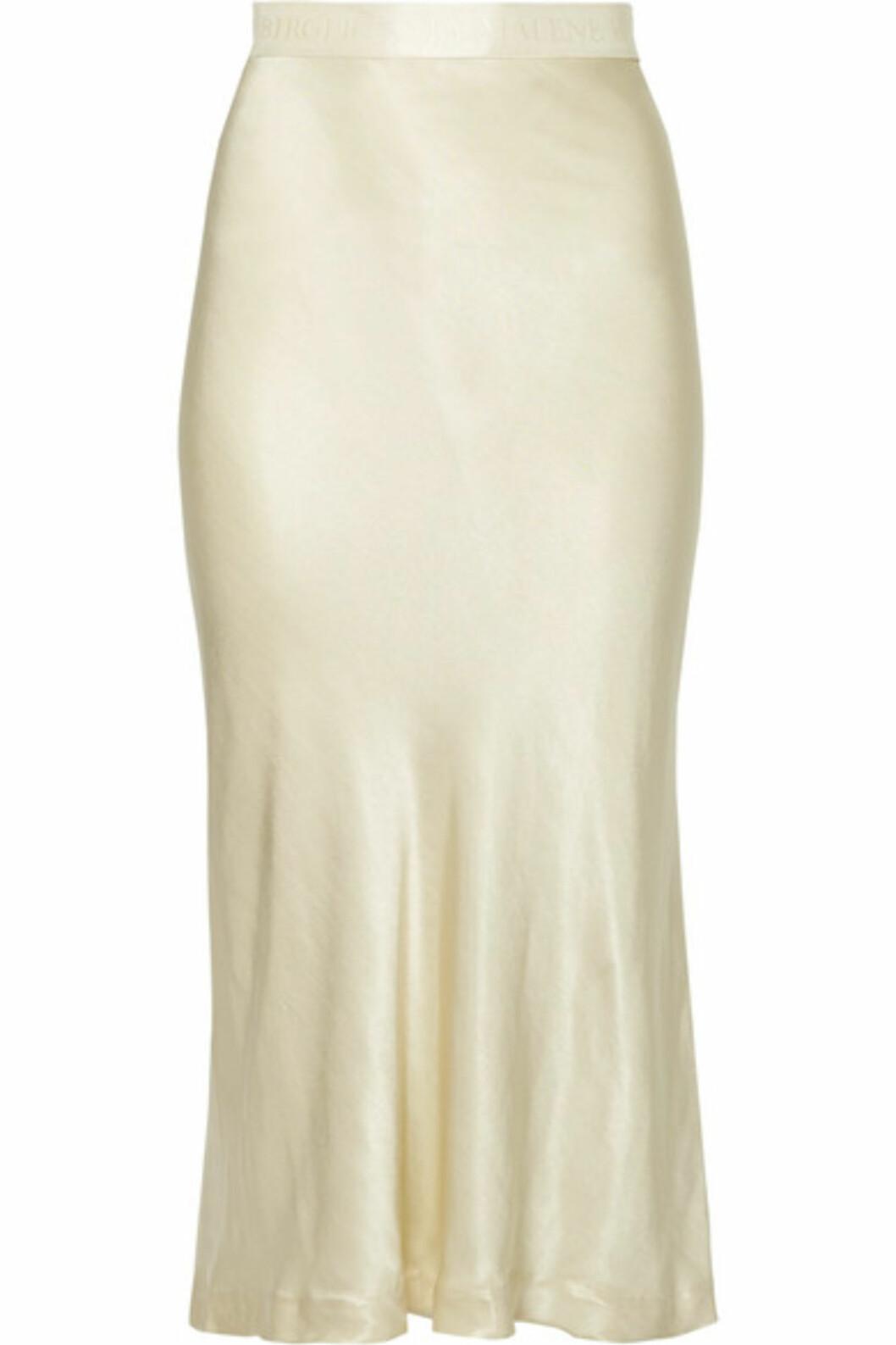 <strong>Skjørt fra By Malene Birger |2860,-| https:</strong>//www.net-a-porter.com/no/en/product/991829/by_malene_birger/kimberley-satin-midi-skirt