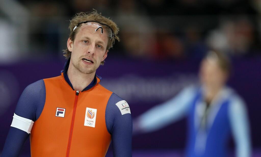 UNDER PARI: Ronald Mülder depper etter sin olympiske 500 meter. Han ble til slutt nummer sju og beste nederlender. I bakgrunnen kan man skimte en hakket blidere Håvard Lorentzen. Foto: NTB Scanpix