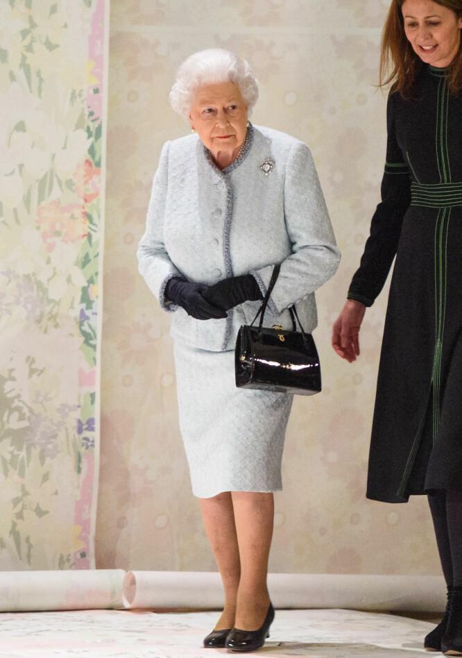 <strong>KONGELIG BESØK:</strong> Dronning Elizabeth ankommer London Fashion Week for sin aller første motevisning. Foto: NTB Scanpix