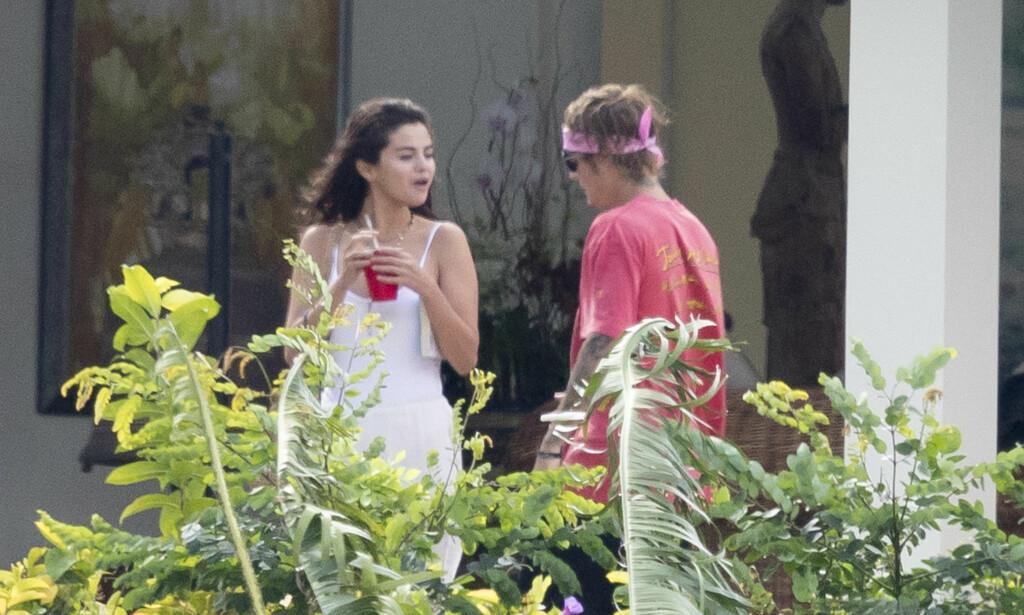 SJOKKBESKJED: Justin Bieber skal ha brutt sammen etter beskjeden om Selena Gomez' sykehus-sammenbrudd. Her er det to ekskjærestene fotografert i februar i år. Foto: NTB Scanpix