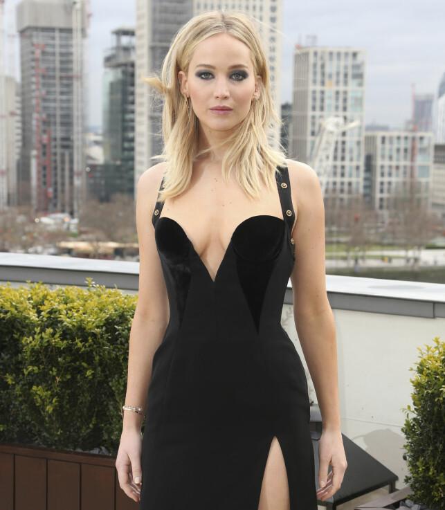 - LATTERLIG: Skuespiller Jennifer Lawrence slår hardt tilbake etter at flere Twitter-brukere kommenterte antrekket hennes. Foto: NTB scanpix