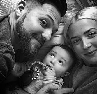MASSE KJÆRLIGHET: Alejandro og kona Christina har valgt å vente med å få flere barn for å gi sønnen Max den oppmerksomheten han trenger før han får en bror eller søster. Foto: Privat