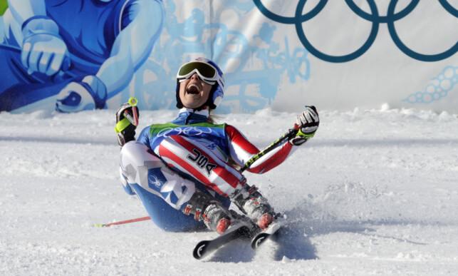 ENESTE GULLET: Lindsey Vonn jubler etter OL-gullet i utfor i Vancouver i 2010. Det ble hennes eneste gullmedalje i løpet av fire olympiske leker. Foto: Nisse Schmidt / NTB Scanpix