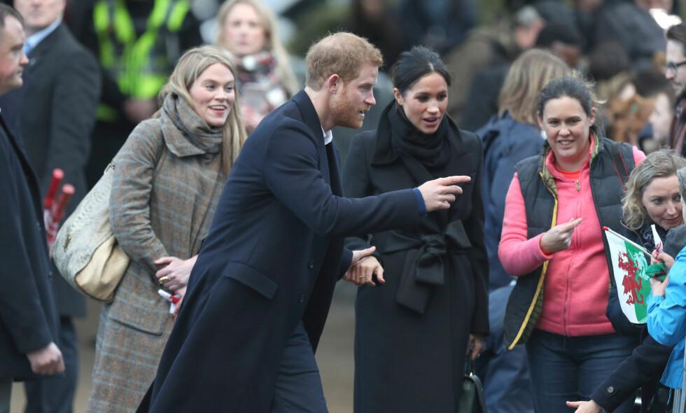 SKAPER OVERSKRIFTER: De siste ukene har kvinnen til venstre stadig blitt observert sammen med prins Harry og Meghan Markle. Foto: NTB Scanpix