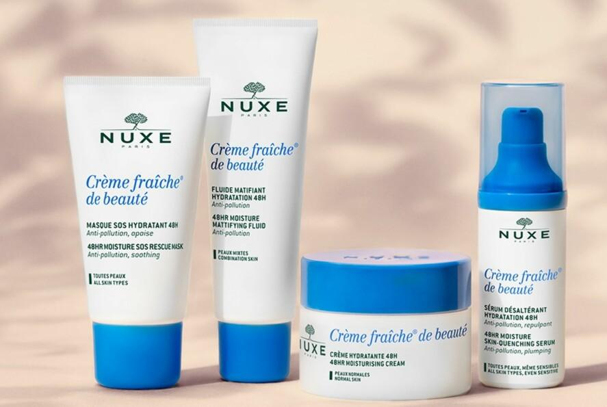 FUKTSERIE: Hudpleieserien består av fem produkter som alle jobber sammen for å gi huden din den fuktigheten den trenger. Foto: NUXE