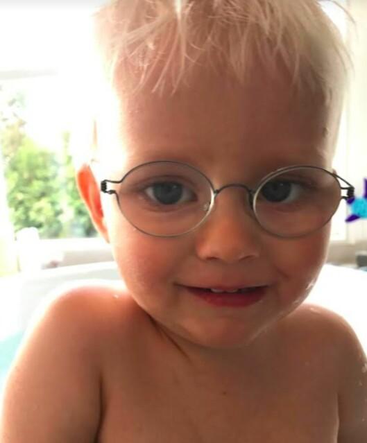 SER POSITIVT PÅ FREMTIDEN: Viggo vil ha behov for hjelp og hjelpemidler når han vokser opp, men foreldrene har stor tro på at han vil klare seg fint. FOTO: Privat