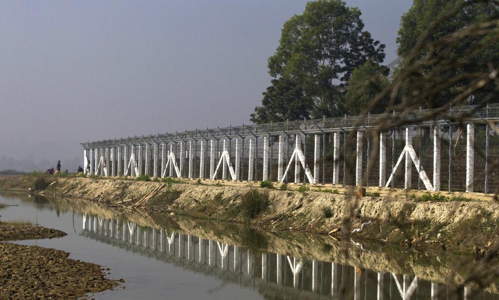 GRENSEGJERDE: Myndighetene i Myanmar har fastslått at de skal bygge et grensegjerde mot Bangladesh for å holde rohingyaene unna. Foto: Thein Zaw / AP / NTB scanpix