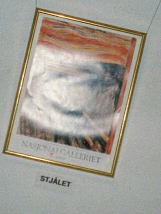 DÅRLIG ERSTATNING: En plakat med motivet av «Skrik» erstattet en periode det stjålne maleriet. Foto: Geir Bølstad/Dagbladet