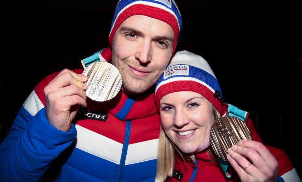 FIKK ENDELIG MEDALJEN: Kristin Skaslien og Magnus Nedregotten mottok sin bronsemedalje den 23. februar - elleve dager etter at den opprinnelige medaljeseremonien. Foto: Lise Åserud / NTB scanpix