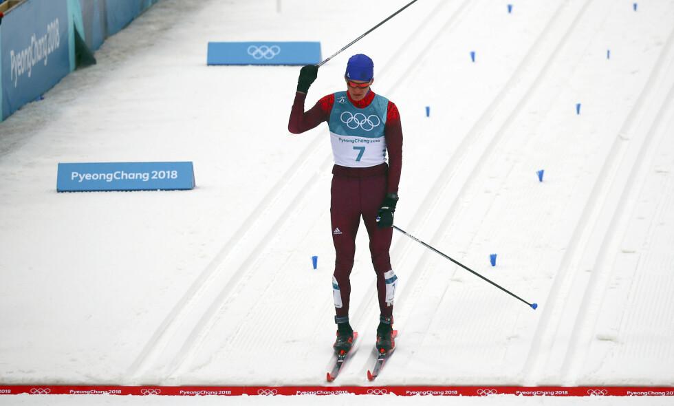 MISFORNØYD SØLVVINNER: Aleksandr Bolsjunov så ikke spesielt fornøyd ut i det han krysset målstreken. Russeren skylte på dårlige ski etter 2.-plassen. Han er heller ikke imponert over gullvinner Iivo Niskanens oppførsel i løypa. Foto: Reuters/Carlos Barria