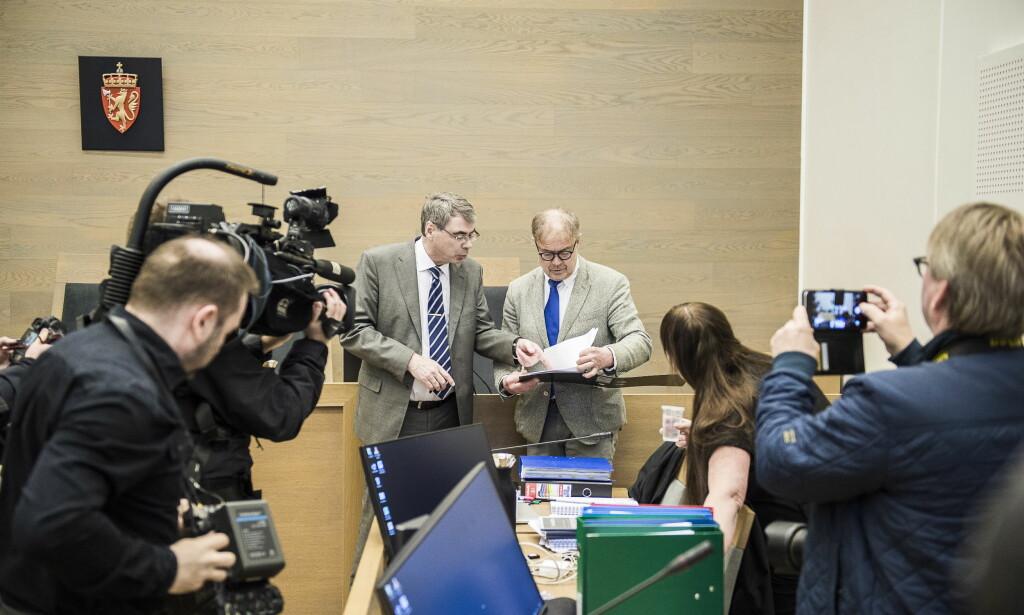 RETTSSAK: Aktor Arne Ingvald Dymbe og den tiltalte kvinnens forsvarer Aasmund Sandland. Foto: Lars Eivind Bones / Dagbladet