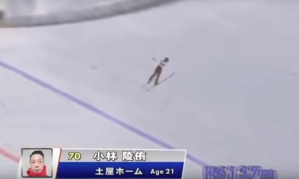 MONSTERHOPP: Ryoyu Kobayashi var på vei mot 160 meter da han måtte trekke seg. Foto: TV Hokkaido
